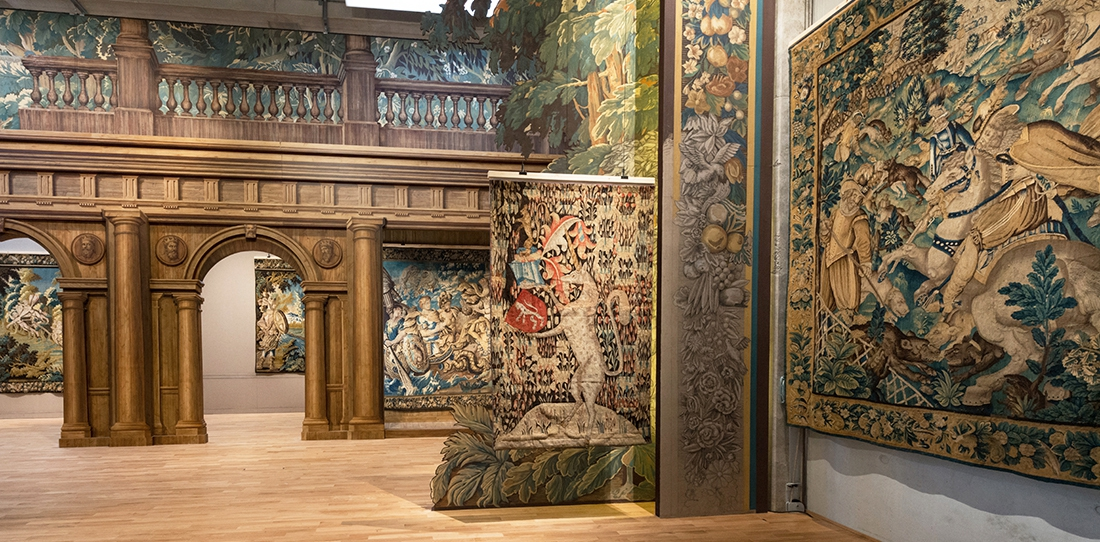 L'espace de la nef des tentures, parcours permanent de la Cité internationale de la tapisserie. Projet des scénographes Paoletti et Rouland.